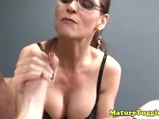 Cock hungry mature hoe gets rimjob and handjob from her lover