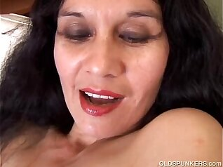 Artemus - Amateur Latina Mature Mastrubating