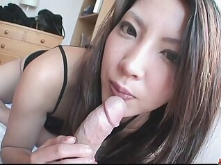 Cum-addicted chick enjoys blowing sugary penis of her masseur
