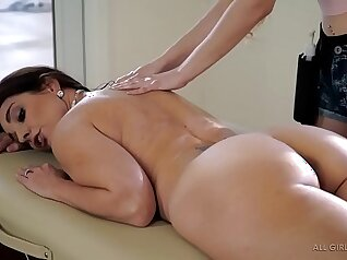 Moms warm sex and pussy massage before hazing