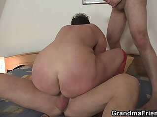 Brunette Bella Datmolles rides her cock on the bed