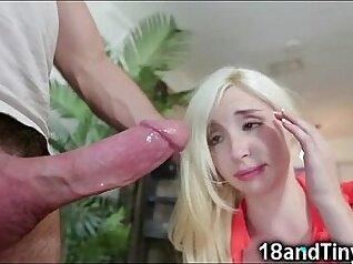 Teen girl sucking off a big cock doing toilet
